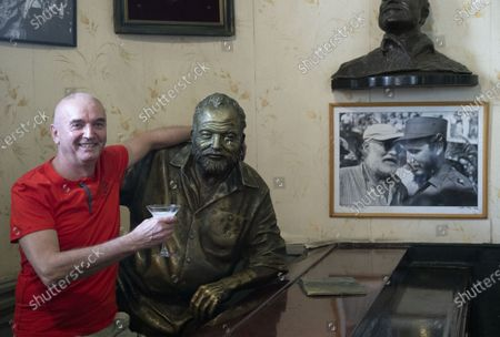Tourist and Ernest Hemingway bust in Floridita bar