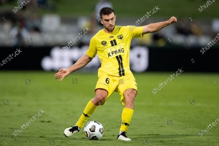 Tim Payne of Wellington Phoenix crosses the ball during the Hyundai A-League soccer match between Sydney FC and Wellington Phoenix.