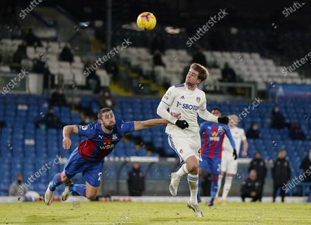 Patrick Bamford of Leeds (R) in action against Gary Cahill of Crystal Palace (L) during the English Premier League soccer match between Leeds United and Crystal Palace in Leeds, Britain, 08 February 2021.