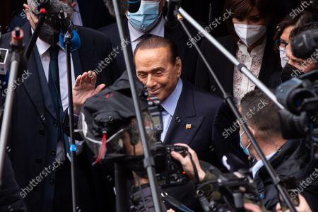 Silvio Berlusconi greets media before entering the Montecitorio Palace