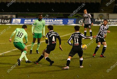 Tom Rogic of Celtic shoots to makes it 1-0 to Celtic in the 14th minute; St Mirren Park, Paisley, Renfrewshire, Scotland; Scottish Premiership Football, St Mirren versus Celtic.