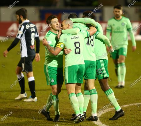 Tom Rogic of Celtic celebrates after he makes it 1-0 to Celtic in the 14th minute; St Mirren Park, Paisley, Renfrewshire, Scotland; Scottish Premiership Football, St Mirren versus Celtic.