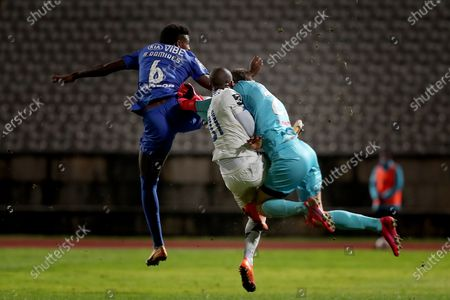 Nanu of FC Porto (C ) collides with Belenenses SAD's goalkeeper Stanislav Kritciuk (R ) and Bruno Ramires during the Portuguese League football match between Belenenses SAD and FC Porto at Jamor stadium in Oeiras, Portugal on February 4, 2021. (Photo by Pedro Fiúza/NurPhoto)