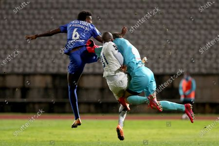 Stock Picture of Nanu of FC Porto (C ) fights for the ball with Belenenses SAD's goalkeeper Stanislav Kritciuk (R ) and Bruno Ramires during the Portuguese League football match between Belenenses SAD and FC Porto at Jamor stadium in Oeiras, Portugal on February 4, 2021. (Photo by Pedro Fiúza/NurPhoto)