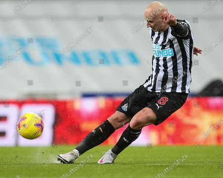 Jonjo Shelvey of Newcastle United  during the Premier League match between Newcastle United and Crystal Palace at St. James's Park, Newcastle on Tuesday 2nd February 2021.  (Photo by Mark Fletcher/MI News/NurPhoto)
