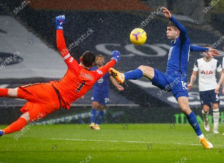 L-R Tottenham Hotspur's Hugo Lloris and Chelsea's Christian Pulisic