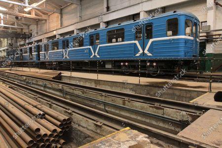 Redaktionelt billede af Metro carriage refurbishment in Dnipro, Ukraine - 10 Feb 2021