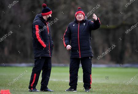 Stephen Jones and Neil Jenkins during training.