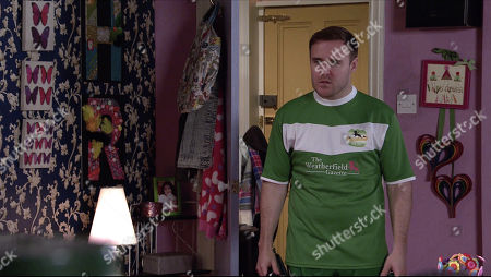 Coronation Street - Ep 10252 Wednesday 17th February 2021 - 2nd Ep Fiz Stape and Evelyn Plummer rib Tyrone Dobbs, as played by Alan Halsall, unmercilessly as he sets off for his first yoga lesson.