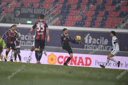 """Andrea Poli (Bologna)Gianluca Lapadula (Benevento)        during the Italian """"Serie A"""" match between Bologna 1-1 Benevento  at  Renato Dall Ara Stadium in Bologna, Italy."""