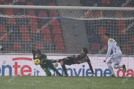 "Lorenzo Montipo (Benevento)Andrea Poli (Bologna)Fabio Depaoli (Benevento)        during the Italian ""Serie A"" match between Bologna 1-1 Benevento  at  Renato Dall Ara Stadium in Bologna, Italy."