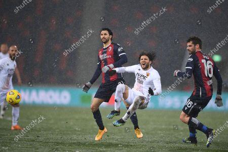 "Roberto Soriano (Bologna)Perparim Hetemaj (Benevento)Andrea Poli (Bologna)        during the Italian ""Serie A"" match between Bologna 1-1 Benevento  at  Renato Dall Ara Stadium in Bologna, Italy."