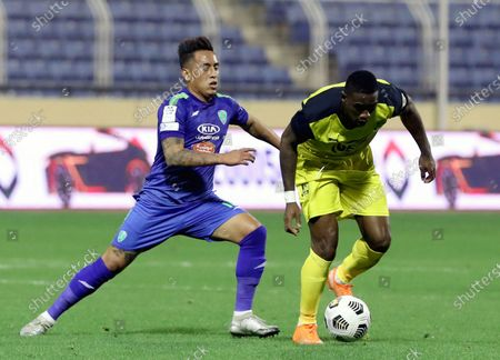 Al-Fateh's player Christian Cueva (L) in action against Al-Ain's Bastos (R) during the Saudi Professional League soccer match between Al-Fateh and Al-Ain at Prince Abdullah bin Jalawi Stadium, in Al-Hasa, Saudi Arabia, 13 February 2021.