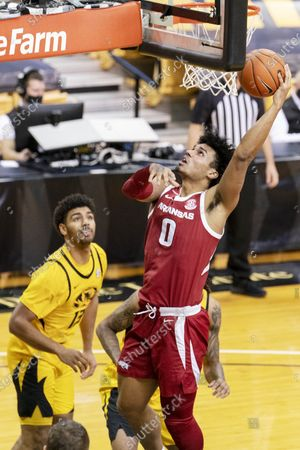 Arkansas' Justin Smith, right, shoots past Missouri's Mark Smith, left, during the first half of an NCAA college basketball game, in Columbia, Mo