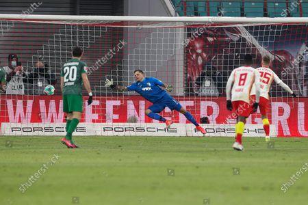 Daniel Carvajal #25 (RB Leipzig), Rafal Gikiewicz #1 (FC Augsburg) 1:0
