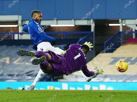 Joshua King of Everton and Fulham goalkeeper Alphonse Areola