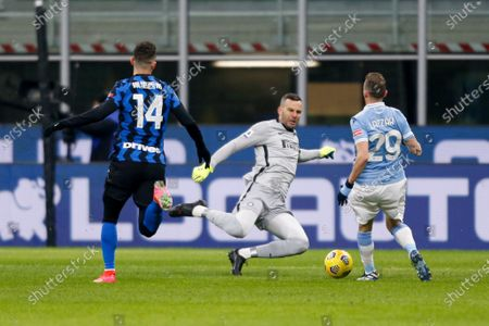 Samir Handanovic (FC Internazionale) saves on Manuel Lazzari (S.S. Lazio)