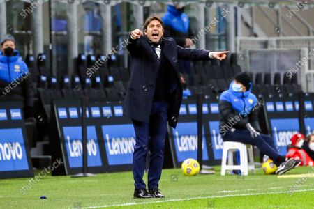 head coach Antonio Conte of FC Internazionale gestures during the Serie A match between FC Internazionale  and SS Lazio at Stadio Giuseppe Meazza on February 14, 2021 in Milan, Italy. (Photo by Giuseppe Cottini/NurPhoto)