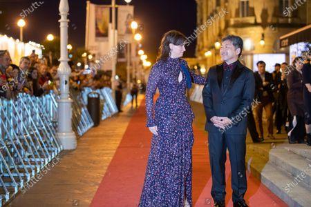 Juliette Binoche and Hirokazu Koreeda attend the 'La Verité (The Truth)' Premiere during the 67th San Sebastian Film Festival in the northern Spanish Basque city of San Sebastian on September 22, 2019. (Photo by Manuel Romano/NurPhoto)