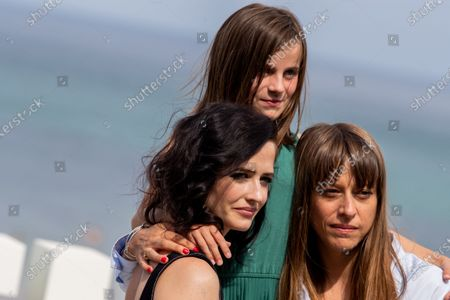 (L-R) Eva Green, Zelie Boulant Lemesle and Alice Winocour  attends the 'Proxima' photocall during the 67th San Sebastian Film Festival in the northern Spanish Basque city of San Sebastian on September 21, 2019. (Photo by Manuel Romano/NurPhoto)