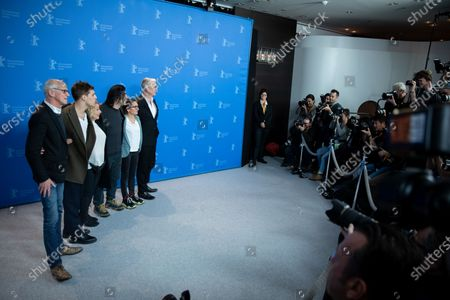 (L-R) Herman Weigel, Jonas Dassler, Margarethe Tiesel, Fatih Akin, Nurhan Sekerci-Porst and Heinz Strunk attends the 'The Golden Glove' Photocall at the 69th Berlinale International Film Festival Berlin on February 9, 2019, in Berlin, Germany. The Berlin film festival will be running from February 7 to 17, 2019. Nearly 400 movies from around the world will be presented, with 17 vying for the prestigious Golden Bear top prize.