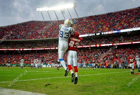 FILE PHOTO - Chargers Vincent Jackson can't come down with his feen in the end zone as Chiefs Mike Richardson defends in the 2nd quarter.