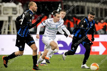 Dynamo's Mykola Shaparenko (C) in action against Brugge's Bas Dost (L) and Nabil Dirar (R) during the UEFA Europa League round of 32 first leg soccer match between FC Dynamo Kyiv and Club Brugge in Kiev, Ukraine, 18 February 2021.