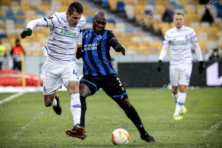 Dynamo's Artem Besedin (L) in action against Brugge's Eder Balanta (R) during the UEFA Europa League round of 32 first leg soccer match between FC Dynamo Kyiv and Club Brugge in Kiev, Ukraine, 18 February 2021.