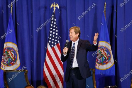 """U.S. Senator Tina Smith's (D-MN) challenger, Jason Lewis (R-MN), addressed the crowd at their """"Cops for Trump"""" listening session."""