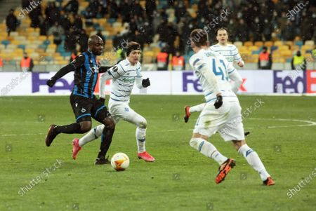 Midfielder Viktor Tsygankov (2nd L) of FC Dynamo Kyiv is seen in action with midfielder Eder Balanta (L) of Club Brugge KV during the UEFA Europa League Round of 32 1st leg game at the NSC Olimpiyskiy, Kyiv, capital of Ukraine.