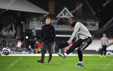 Fulham manager Scott Parker watches Josh Onomah