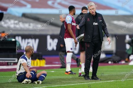 David Moyes West Ham United Manager speaks with Lucas Moura of Tottenham Hotspur after a challenge by Tomas Soucek of West Ham United