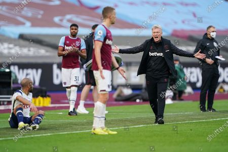 Tottenham manager Jose Mourinho reacts after Tomas Soucek of West Ham United challenges Lucas Moura of Tottenham Hotspur
