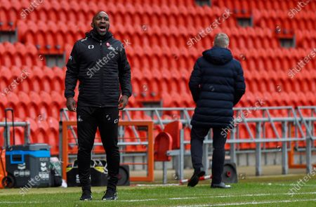 Stock Photo of Manager Darren Moore of Doncaster Rovers as Manager Grant McCann of Hull City turns his back