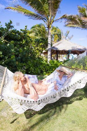 Exclusive - Paris Hilton and Tessa Hilton