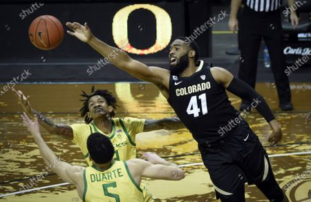 Oregon guard Chris Duarte (5), Oregon guard Jalen Terry (3) and Colorado forward Jeriah Horne (41) try to haul in loose ball during the first half of an NCAA college basketball game, in Eugene, Ore