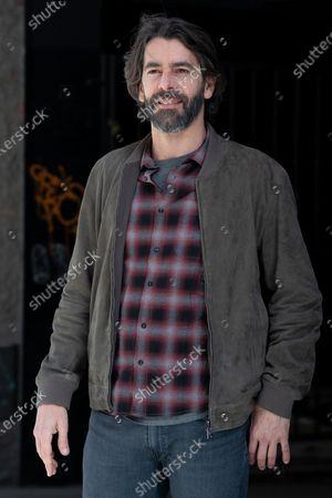 Spanish actor Eduardo Noriega attends 'Los Traductores' photocall at Ocho Y Medio Library