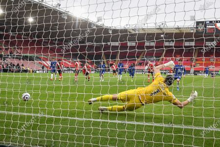 Mason Mount (R) of Chelsea scores from the penalty spot against goalkeeper Alex McCarthy of Southampton during the English Premier League soccer match between Southampton FC and Chelsea FC in Southampton, Britain, 20 February 2021.
