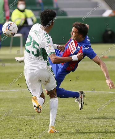 Elche's defender Johan Mojica (L) vies for the ball with Eibar's midfielder Pedro Leon (R) during the Primera Division Liga match held between Elche and Eibar at Martinez Valero stadium in Elche, Spain, 20 February 2021.