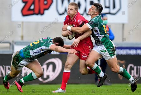Scarlets vs Benetton Rugby. Scarlets' Steff Hughes is tackled by Luca Morisi and Tommaso Allan of Benetton