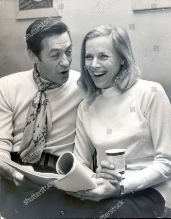 Honor Blackman 1970 Mr And Mrs Maurice Kaufmann Are About To Appear On The West End Stage Together For The First Time In A Comedy Thriller - Who Killed Santa Claus? Mrs Kaufmann Is The Star. Mrs Kaufmann? You May Know Her As Cathy Gale Pussy Galore Or Even Under Her Own Name Of Honor Blackman....actresses