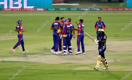 Karachi Kings players celebrate the dismissal of Chris Gayle of Quetta Gladiators during the opening match of the Pakistan Super League (PSL) T20 series cricket match between Karachi Kings and Quetta Gladiators in Karachi, Pakistan, 20 February 2021.