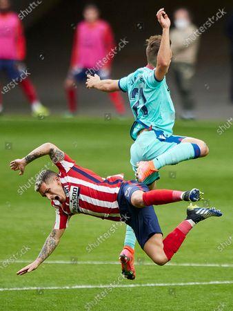 Dani Gomez of Levante UD and Lucas Torreira of Atletico de Madrid