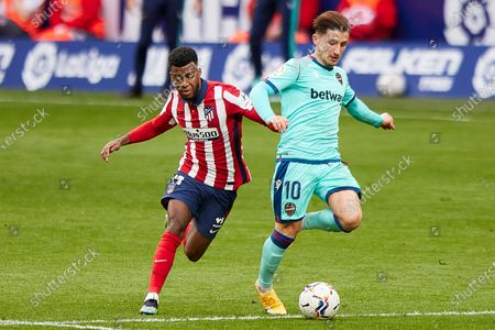 Thomas Lemar of Atletico de Madrid and Enis Bardhi of Levante UD