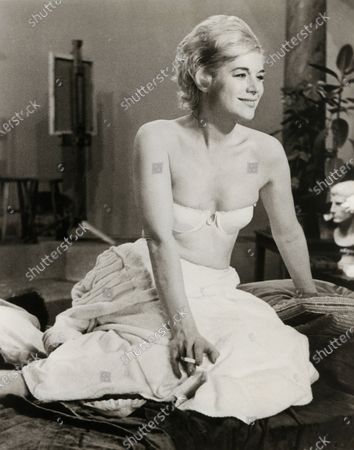 """Yvonne Mitchell, on-set of the Film, """"Sapphire"""", Rank Film Distributors (UK), Universal Pictures, (US), 1959"""