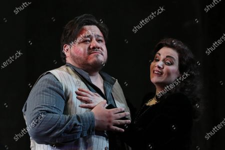 Diego Torre in the role of Cavaradossi and Carmen Giannattasio in the role of Tosca.