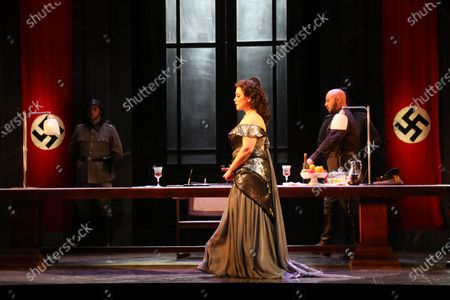 Marco Vratogna in the role of Scarpia and Carmen Giannattasio in the role of Tosca.