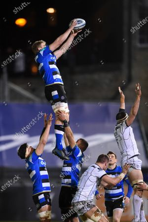 Tom Ellis of Bath Rugby wins the ball at a lineout