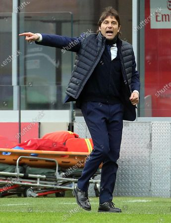 Inter Milan's coach Antonio Conte reacts during the Italian Serie A soccer match between AC Milan and FC Inter at Giuseppe Meazza stadium in Milan, Italy, 21 February 2021.