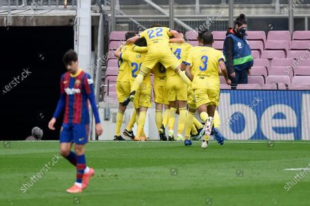 Alex Fernandez of Cadiz CF celebrates his goal with his teammates